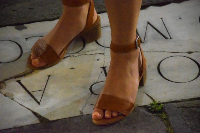 Najpopularniejsze kolory sandałów damskich